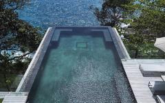 belle piscine extérieure avec vue sur la mer