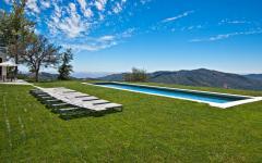 Belle piscine de luxe extérieure