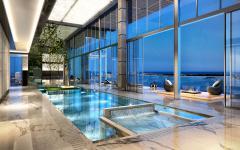 piscine d'intérieur terrasse appartement de luxe