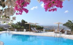 piscine luxe donnant belle vue panoramique sur côte