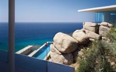 belle piscine de luxe à débordement