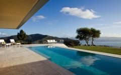 piscine de luxe à débordement maison de ville