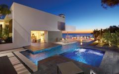 piscine résidence de luxe sur la côte