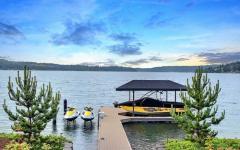 belle maison de luxe au bord de lac