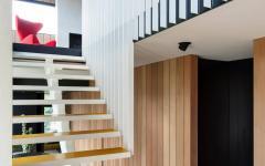 escalier intérieur maison rénovée citadine et familiale