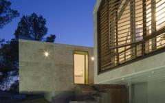 vue de nuit maison originale d'architecte