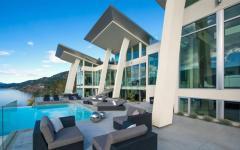 belle maison de luxe lac