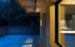 vue de nuit chalet en bois canadien