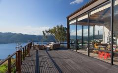 terrasse avec vue sur l'eau