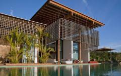 La façade de cette belle et luxueuse maison de vacances