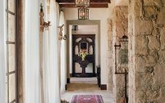 ambiance médiévale rustique et luxueuse