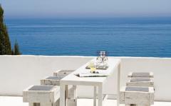 salle à manger en plein air avec vue sur la mer