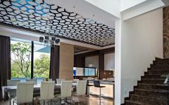 salle à manger et escalier intérieur résidence de standing