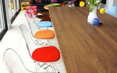 différentes couleurs chaises transparentes eames