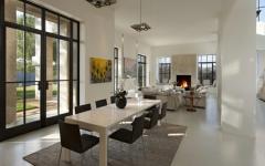 salle à manger vaste au mobilier design épuré