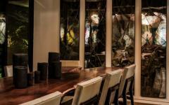 salle à manger design foncé