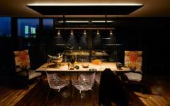 salle à manger aux lumières tamisées