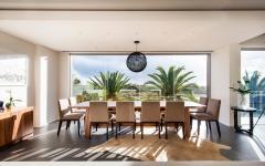 Salle à manger design luxe avec belle vue