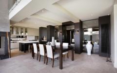 salle à manger élégante en noir et blanc
