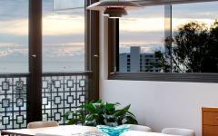 salle à manger avec vue panoramique maison rénovée