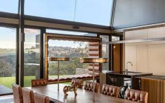 salle à manger avec vue sur les terres australienne maison de luxe