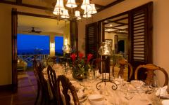 salle à manger en bois massif exotique