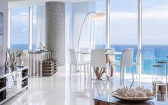 Façade transparente appartement vue sur mer