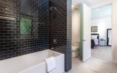 grande baignoire salle de bain chambre