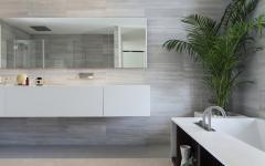Belle salle de bains au design gris