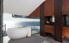 luxueuse salle de bain vue sur mer