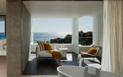 balcon et baignoire avec vue sur la mer