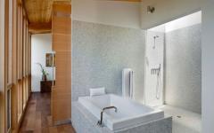 salle de bains de la maison en bois