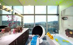 salle de bain décorée pop art