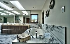 salle de bains moderne design massif marbre blanc