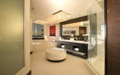 spacieuse luxueuse salle de bain