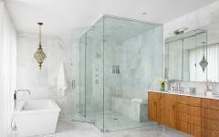 Salle de bains baignoire et douche marbre blanc