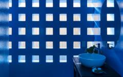 salle de bains bleu foncé