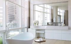 belle salle de bains avec vue appartement de luxe