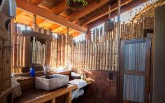 salle de bain bois et pierre éco verte