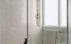 salle de bain design minimaliste épuré en blanc masculin