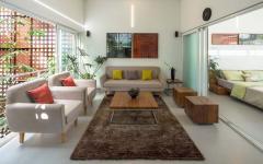 salon familial vue patio maison citadine compacte