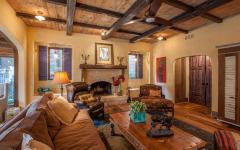 séjour rustique design intérieur en bois poutres