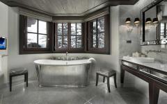 salle de bains luxe chic avec vue montagne alpes