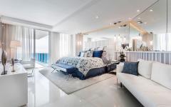 Chambre des propriétaires avec vue et balcon