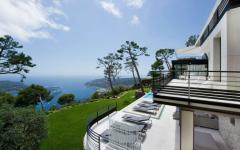 sublime vue depuis villa de luxe méditerranée côte d'azur