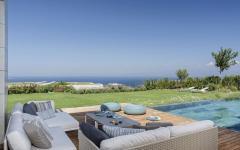 piscine luxueuse extérieure jardin