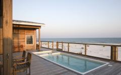 terrasse en bois piscine petite au jacuzzi