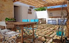 Jolie terrasse ombragée maison à louer sur la côte