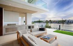 belle demeure vue sur l'eau