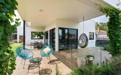 terrasse couverte maison moderne familiale banlieue